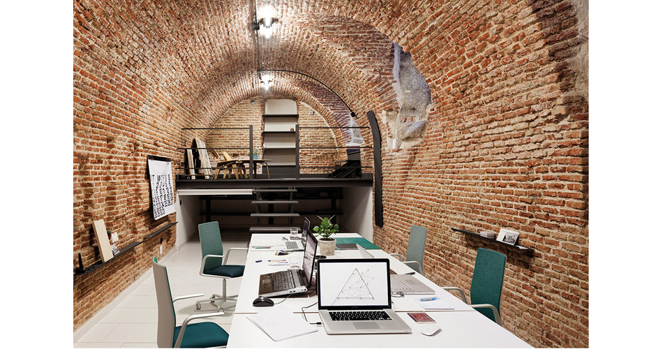 mobilia-scatena-office-and-workspace-arper-02